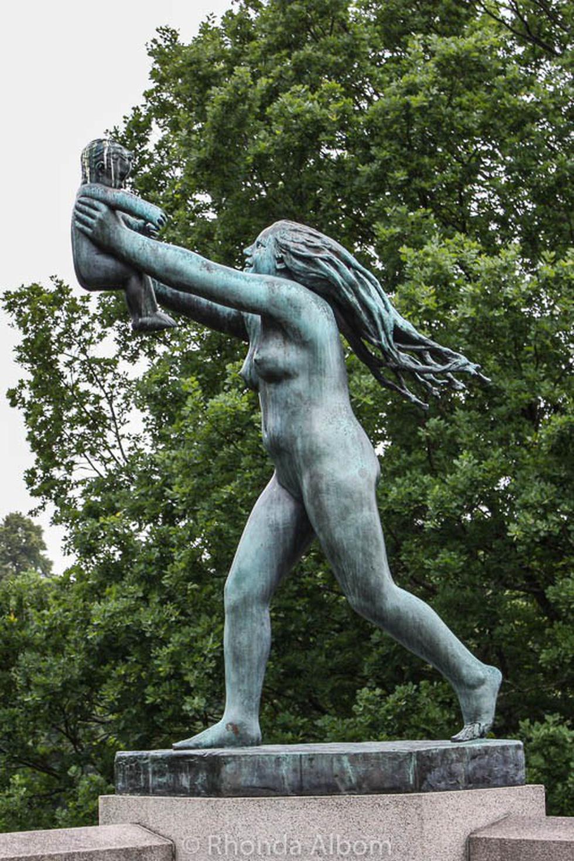 Những bức tượng khỏa thân kỳ lạ trên thế giới - Ảnh 4.