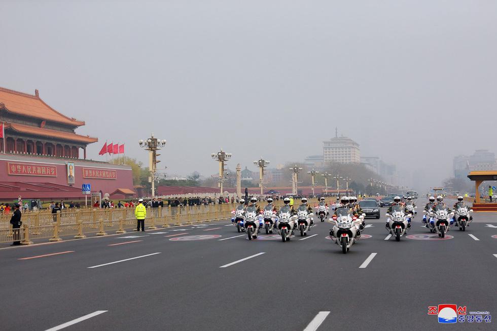 Hình ảnh chuyến thăm lịch sử của ông Kim Jong Un tại Trung Quốc - Ảnh 3.