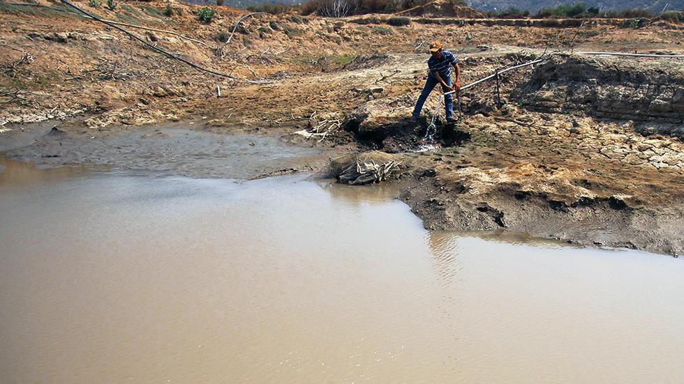Ninh Thuận khô hạn, hồ thủy lợi trơ đáy - Ảnh 2.