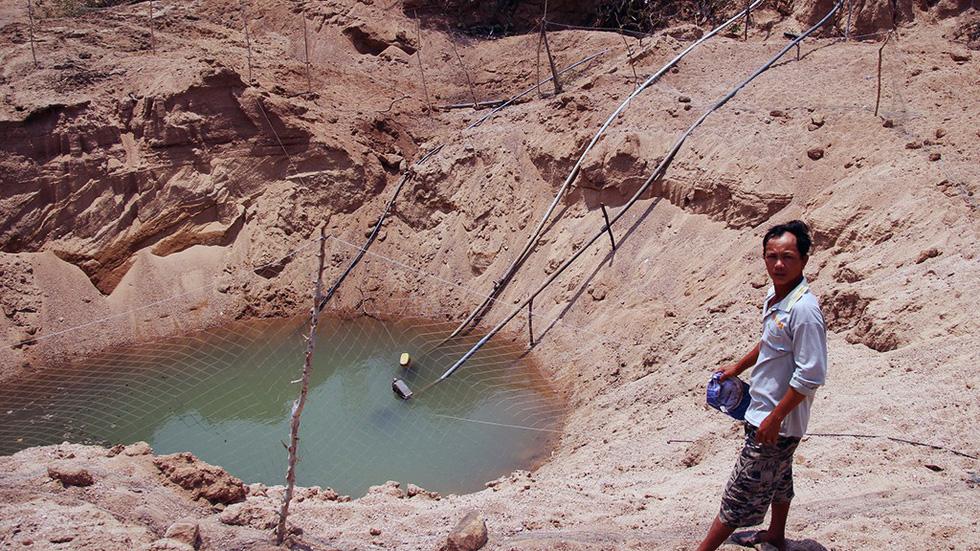 Ninh Thuận khô hạn, hồ thủy lợi trơ đáy - Ảnh 9.