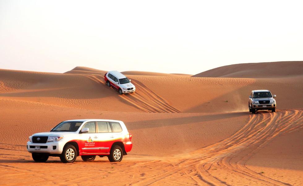 Đua xe trong sa mạc Dubai - Ảnh 6.
