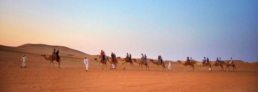 Đua xe trong sa mạc Dubai - Ảnh 2.
