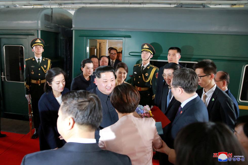 Hình ảnh chuyến thăm lịch sử của ông Kim Jong Un tại Trung Quốc - Ảnh 2.