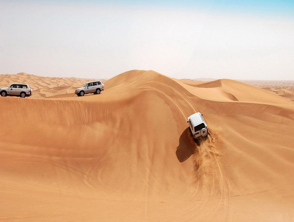 Đua xe trong sa mạc Dubai - Ảnh 5.