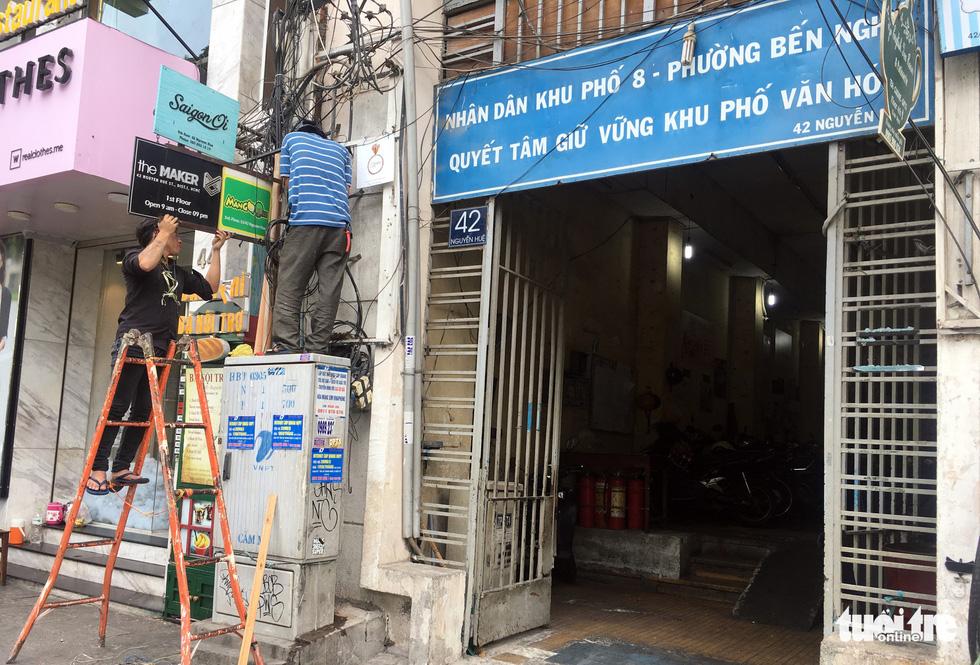 Rùng mình với hệ thống điện, cáp trong chung cư cũ ở Sài Gòn - Ảnh 6.