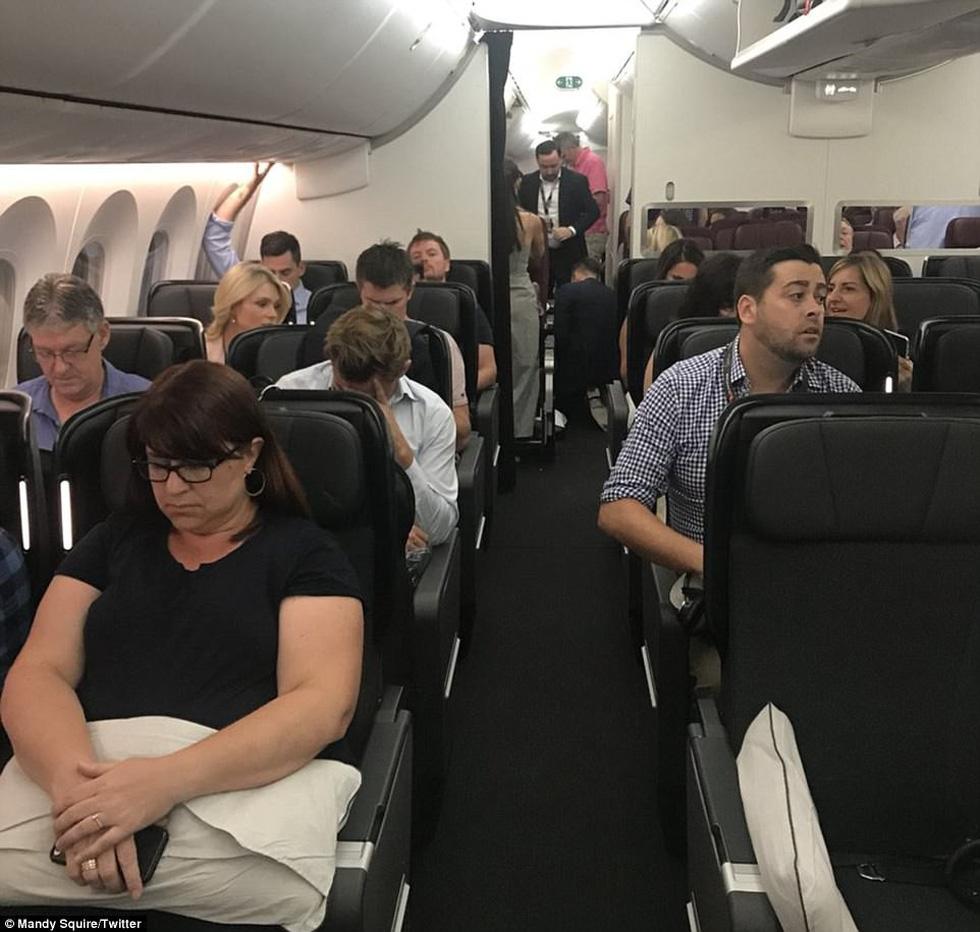Chuyến bay dài 17 tiếng từ Perth sang London có gì? - Ảnh 4.