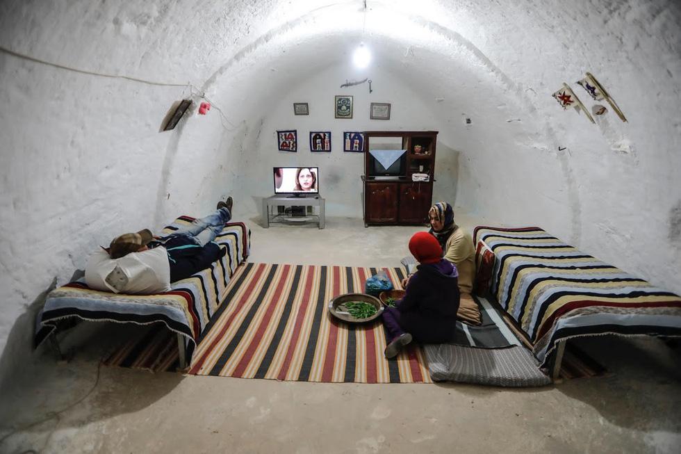 Cuộc sống của các gia đình dưới lòng đất ở Tunisia - Ảnh 9.
