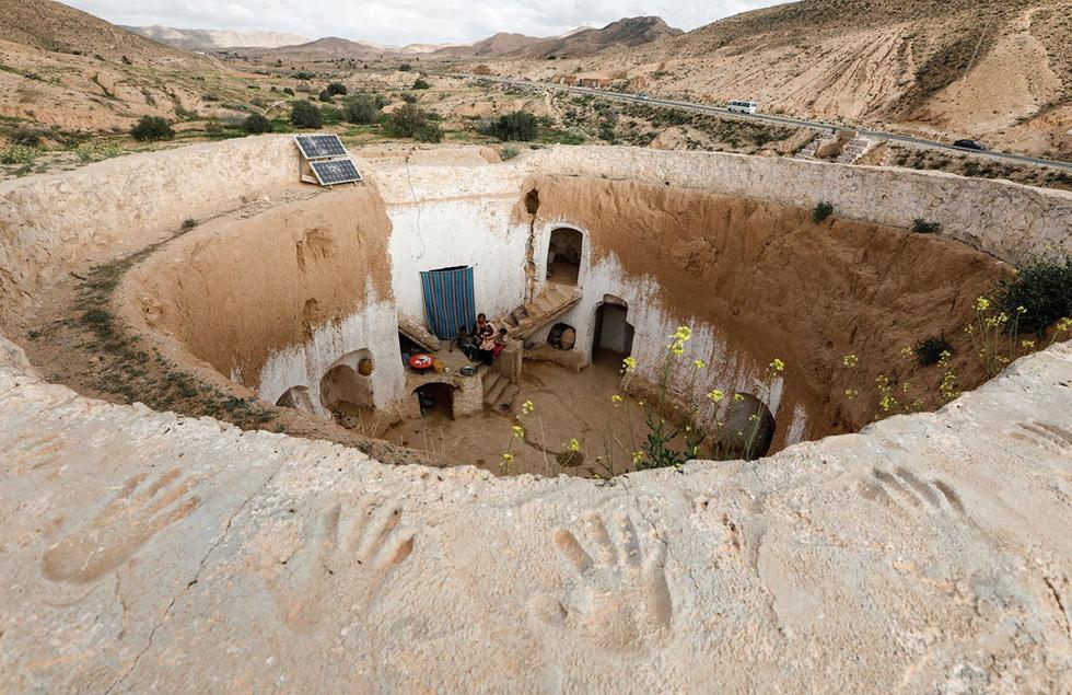 Cuộc sống của các gia đình dưới lòng đất ở Tunisia - Ảnh 2.