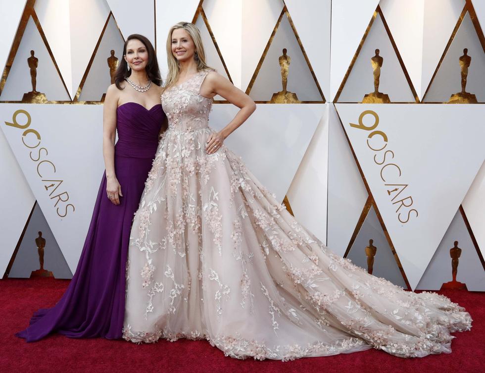 Oscar lần thứ 90 bắt đầu bằng thảm đỏ rực sắc màu - Ảnh 7.
