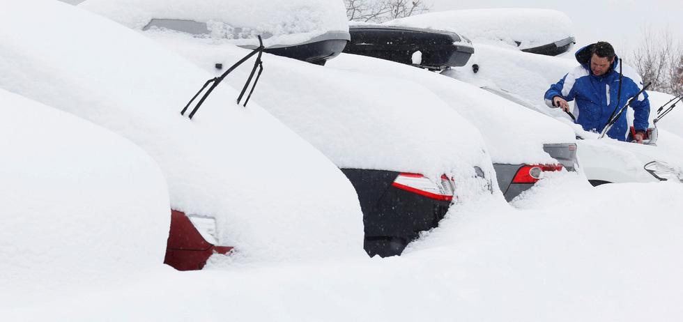 Thế giới trong tuần qua ảnh: tuyết rơi trắng trời châu Âu - Ảnh 2.