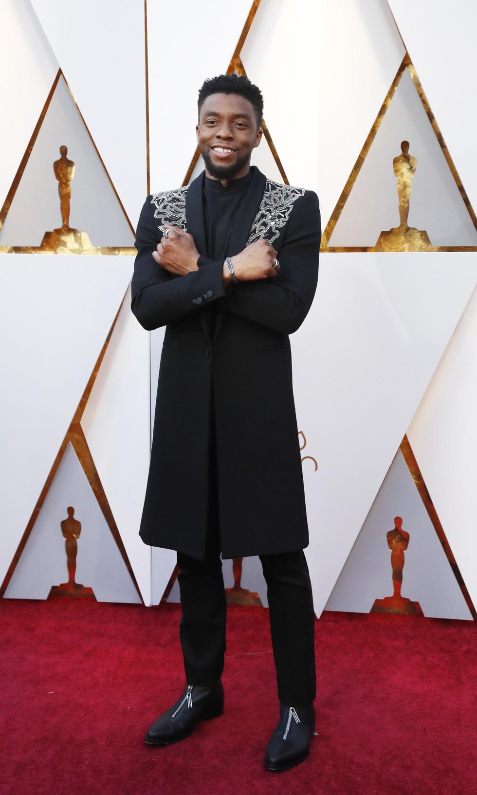 Oscar lần thứ 90 bắt đầu bằng thảm đỏ rực sắc màu - Ảnh 4.