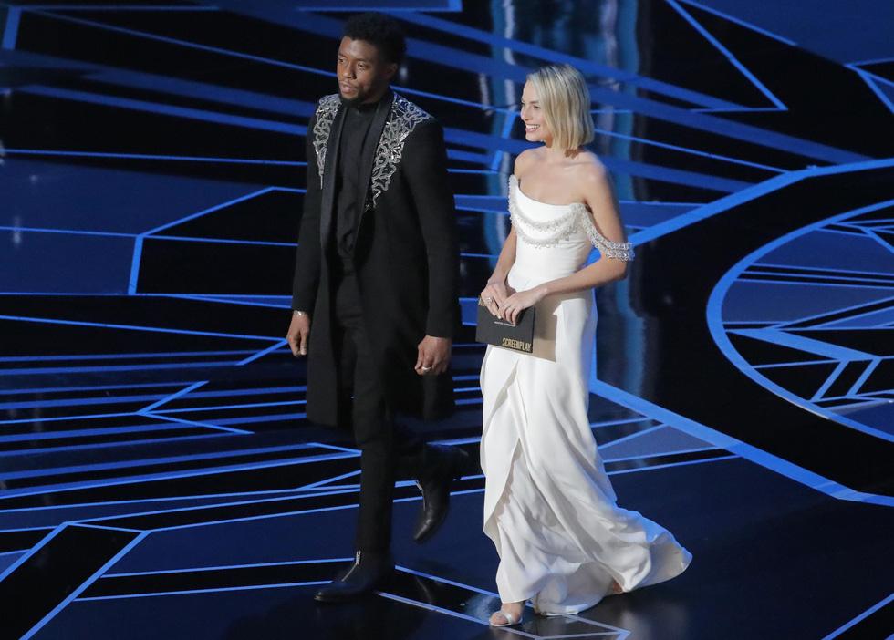 Những tên tuổi nổi tiếng đến Oscar lần thứ 90 để trao giải  - Ảnh 15.