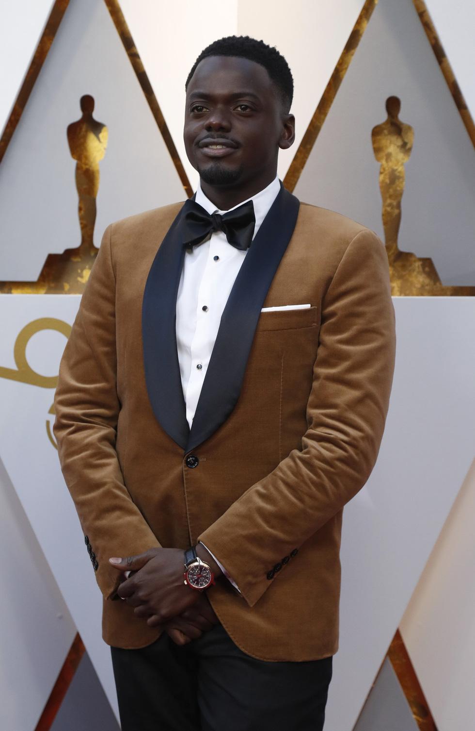 Oscar lần thứ 90 bắt đầu bằng thảm đỏ rực sắc màu - Ảnh 14.