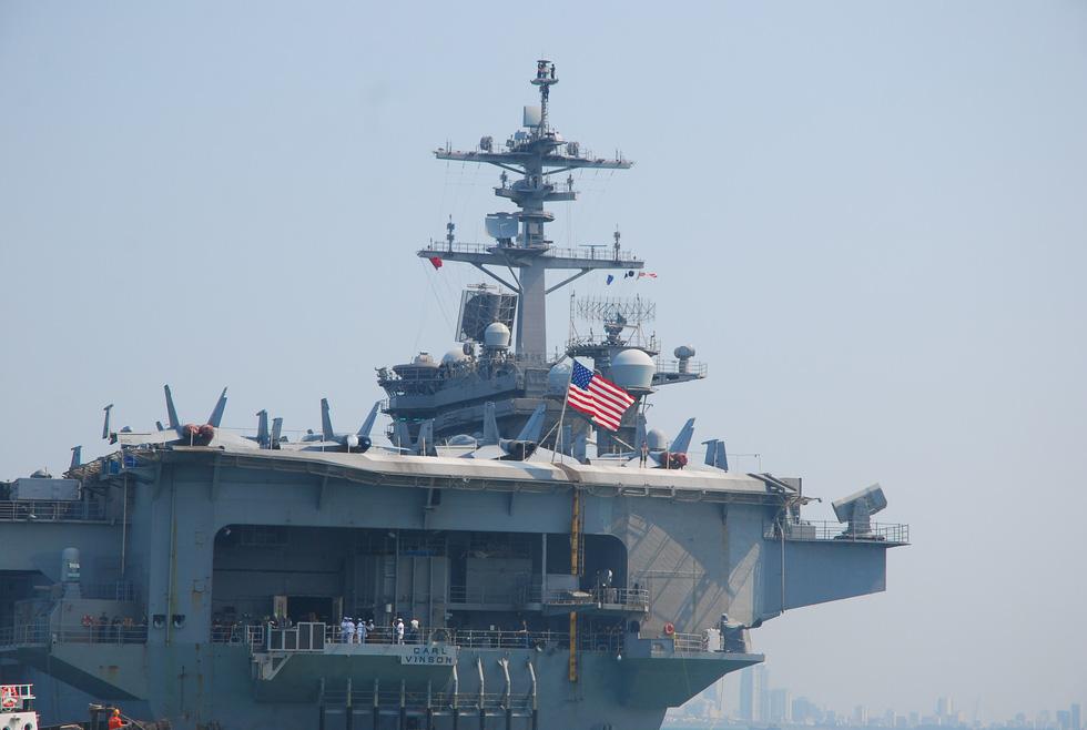Những hình ảnh mới nhất của tàu sân bay USS Carl Vinson neo đậu ở Đà Nẵng - Ảnh 3.