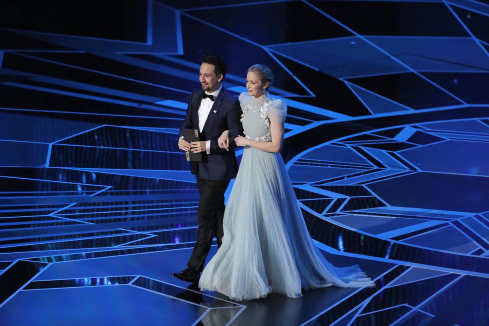 Những tên tuổi nổi tiếng đến Oscar lần thứ 90 để trao giải  - Ảnh 7.