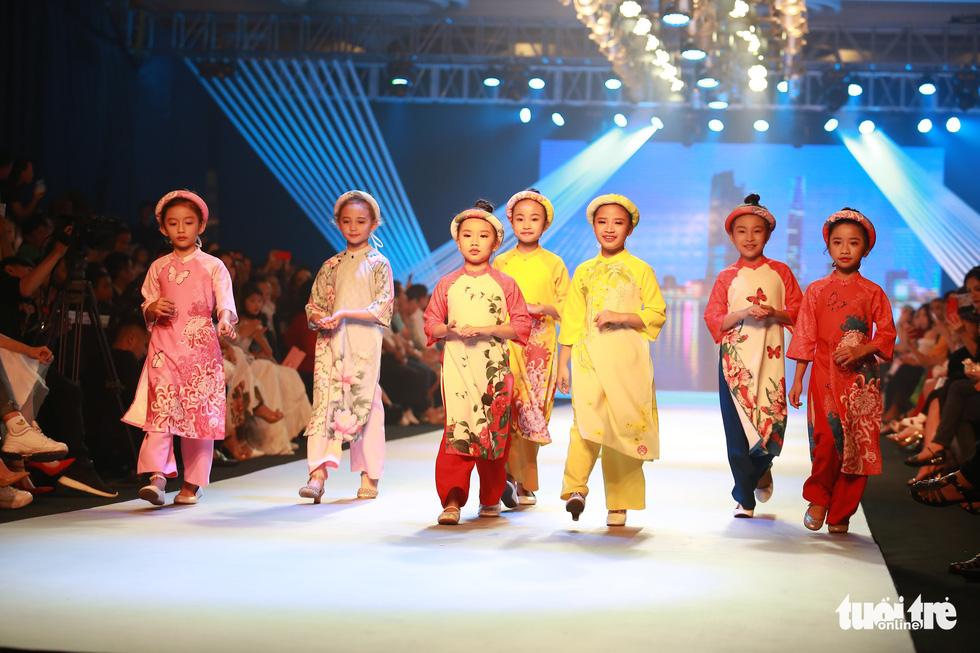 Ngọc Hân thiết kế, cùng Đỗ Mỹ Linh trình diễn thời trang trẻ em - Ảnh 3.
