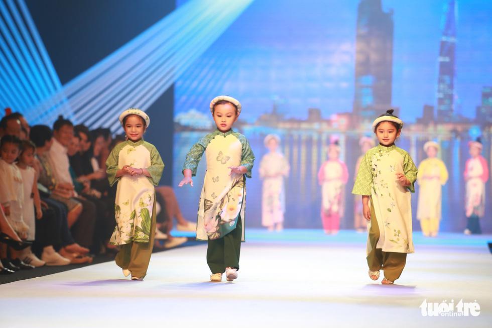 Ngọc Hân thiết kế, cùng Đỗ Mỹ Linh trình diễn thời trang trẻ em - Ảnh 4.