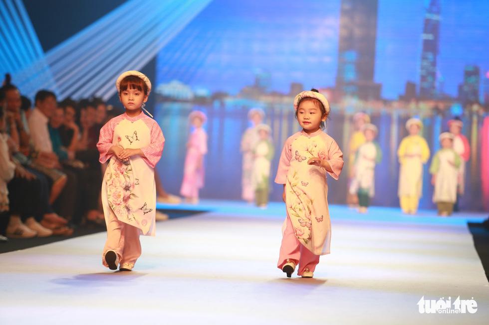 Ngọc Hân thiết kế, cùng Đỗ Mỹ Linh trình diễn thời trang trẻ em - Ảnh 5.