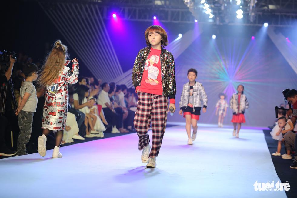 Ngọc Hân thiết kế, cùng Đỗ Mỹ Linh trình diễn thời trang trẻ em - Ảnh 7.