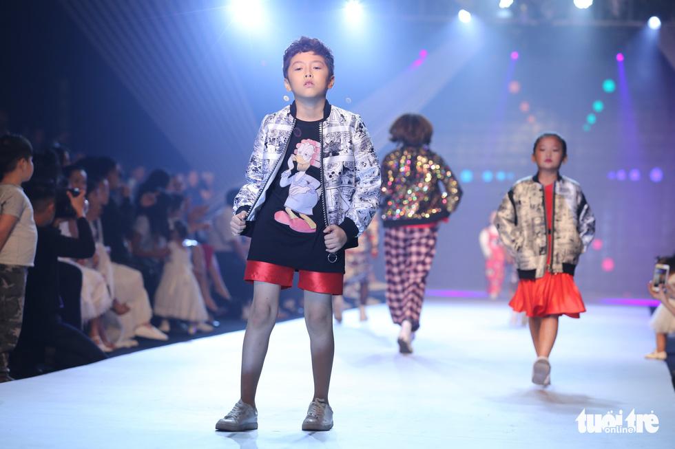 Ngọc Hân thiết kế, cùng Đỗ Mỹ Linh trình diễn thời trang trẻ em - Ảnh 8.