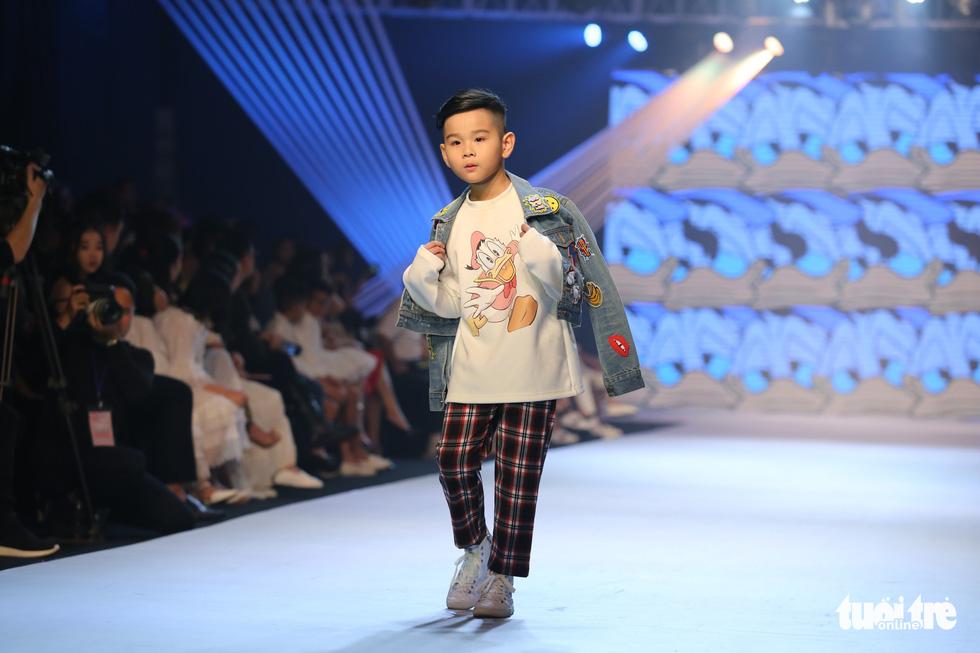 Ngọc Hân thiết kế, cùng Đỗ Mỹ Linh trình diễn thời trang trẻ em - Ảnh 9.