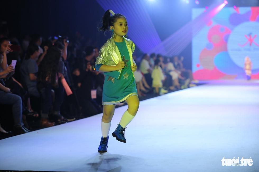 Ngọc Hân thiết kế, cùng Đỗ Mỹ Linh trình diễn thời trang trẻ em - Ảnh 14.