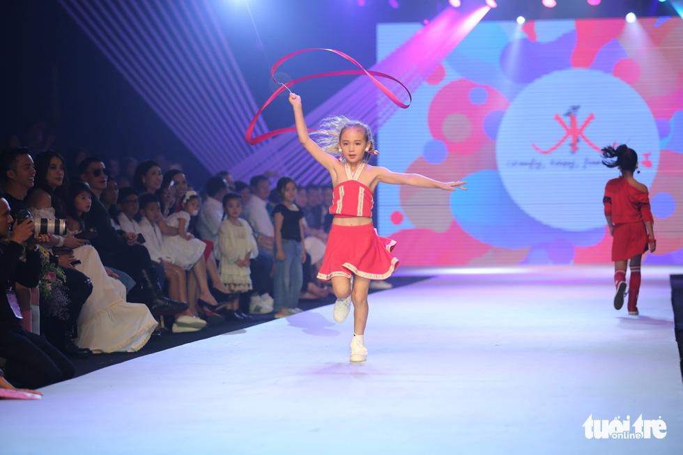 Ngọc Hân thiết kế, cùng Đỗ Mỹ Linh trình diễn thời trang trẻ em - Ảnh 15.