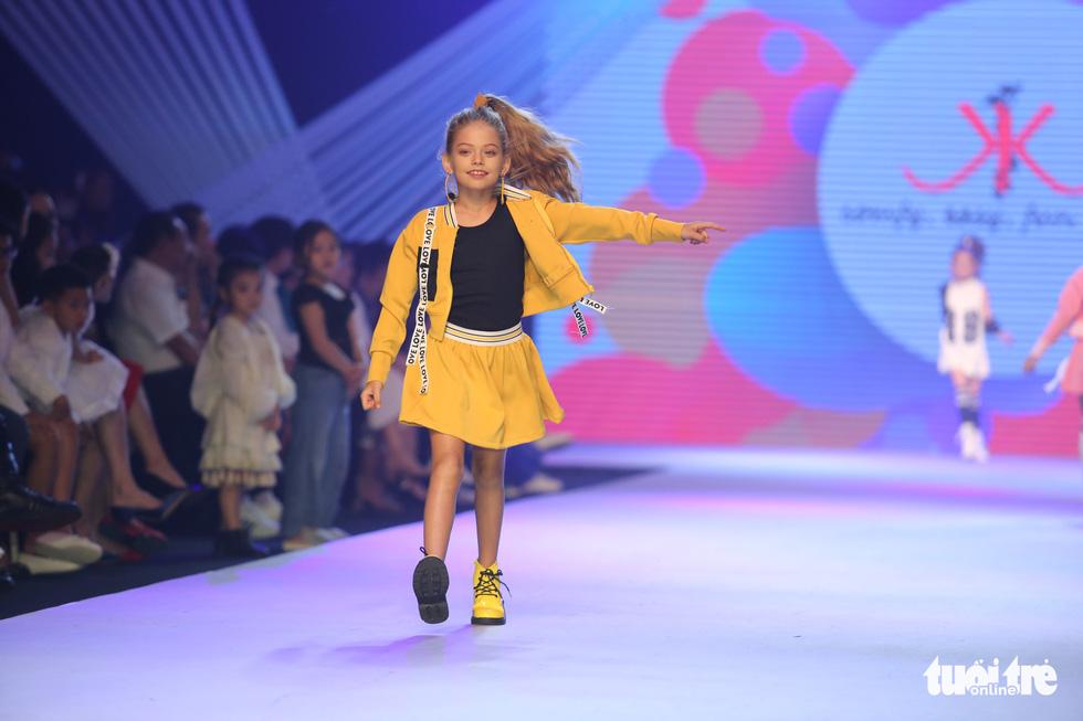 Ngọc Hân thiết kế, cùng Đỗ Mỹ Linh trình diễn thời trang trẻ em - Ảnh 16.