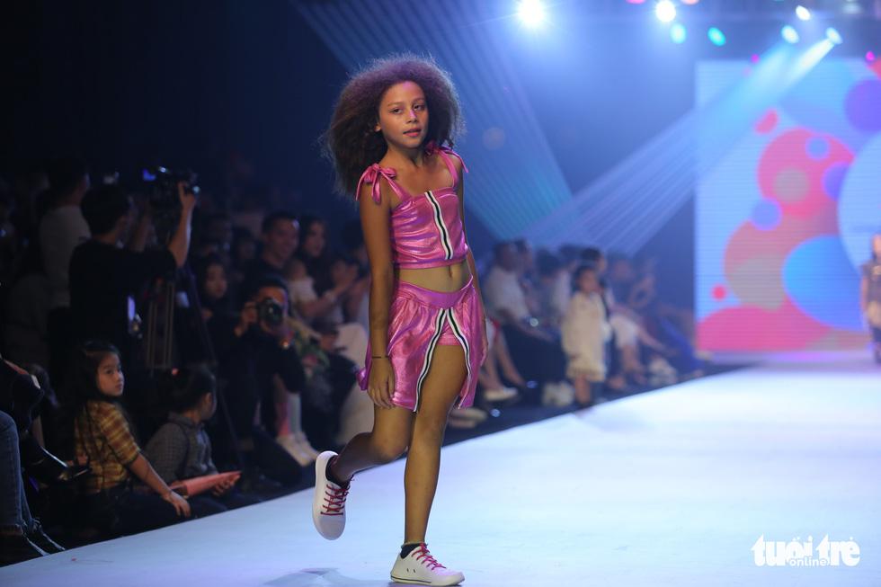 Ngọc Hân thiết kế, cùng Đỗ Mỹ Linh trình diễn thời trang trẻ em - Ảnh 17.