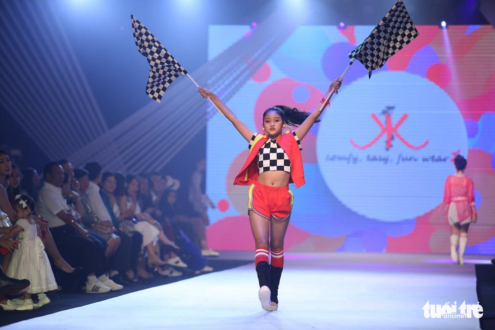 Ngọc Hân thiết kế, cùng Đỗ Mỹ Linh trình diễn thời trang trẻ em - Ảnh 19.