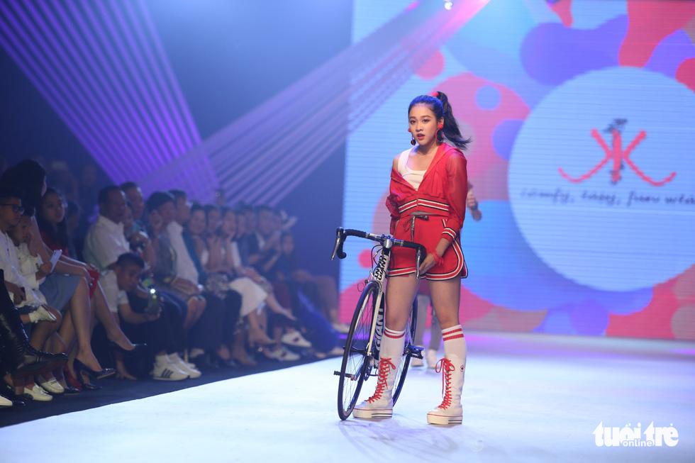 Ngọc Hân thiết kế, cùng Đỗ Mỹ Linh trình diễn thời trang trẻ em - Ảnh 20.