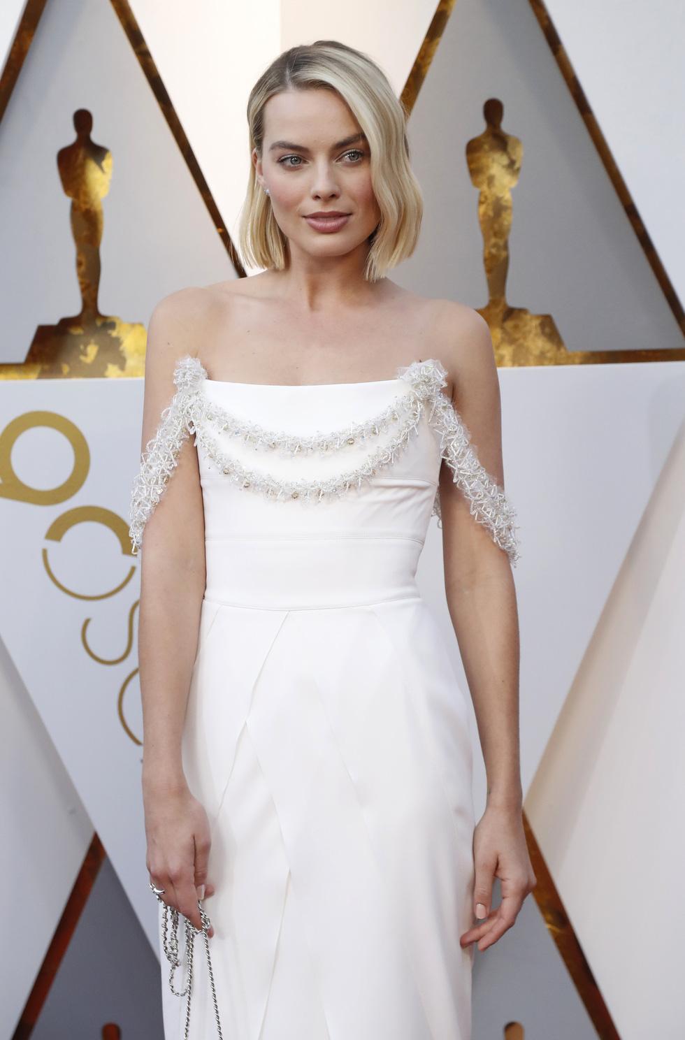 Oscar lần thứ 90 bắt đầu bằng thảm đỏ rực sắc màu - Ảnh 3.