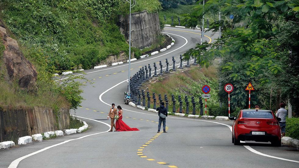 Chụp ảnh cưới ở Sơn Trà có nguy hiểm? - Ảnh 2.