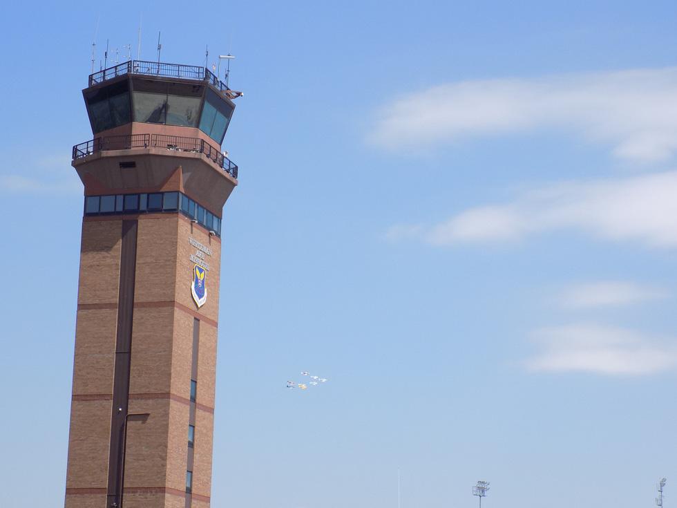 Xem 'Airshow' ở căn cứ không lực Hoa Kỳ - Ảnh 1.