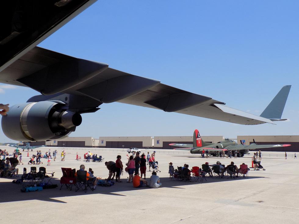 Xem 'Airshow' ở căn cứ không lực Hoa Kỳ - Ảnh 7.