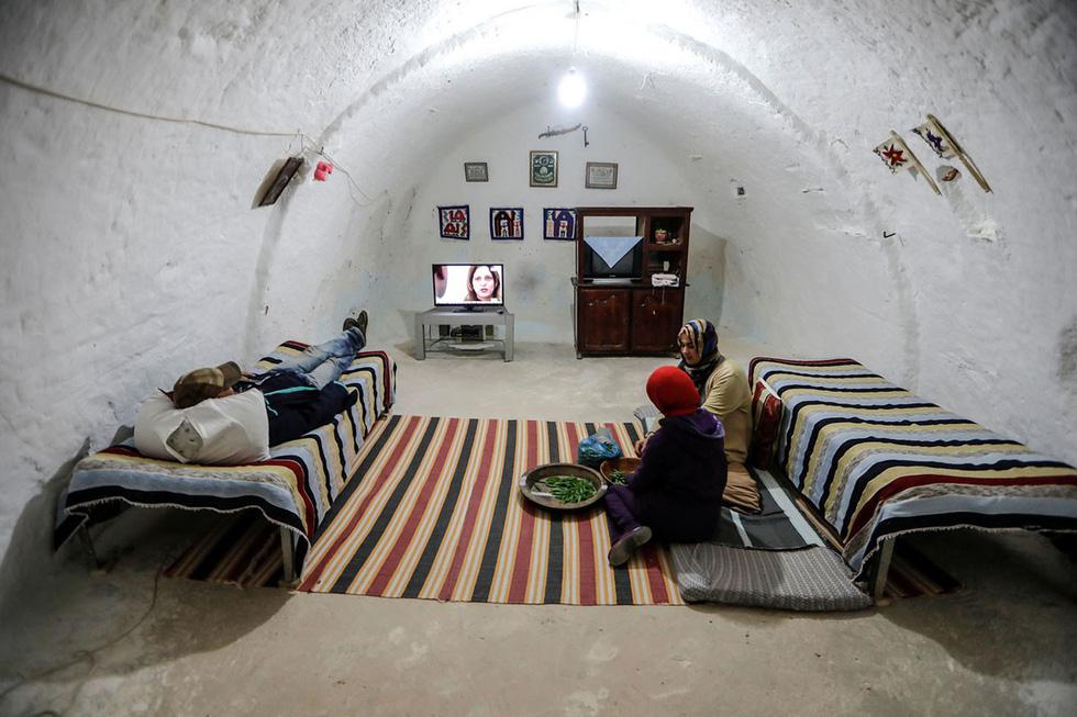 Những gia đình cuối cùng sống dưới lòng đất ở Tunisia - Ảnh 6.