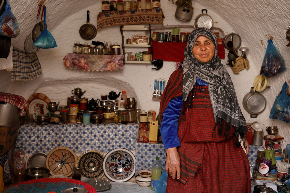Những gia đình cuối cùng sống dưới lòng đất ở Tunisia - Ảnh 10.