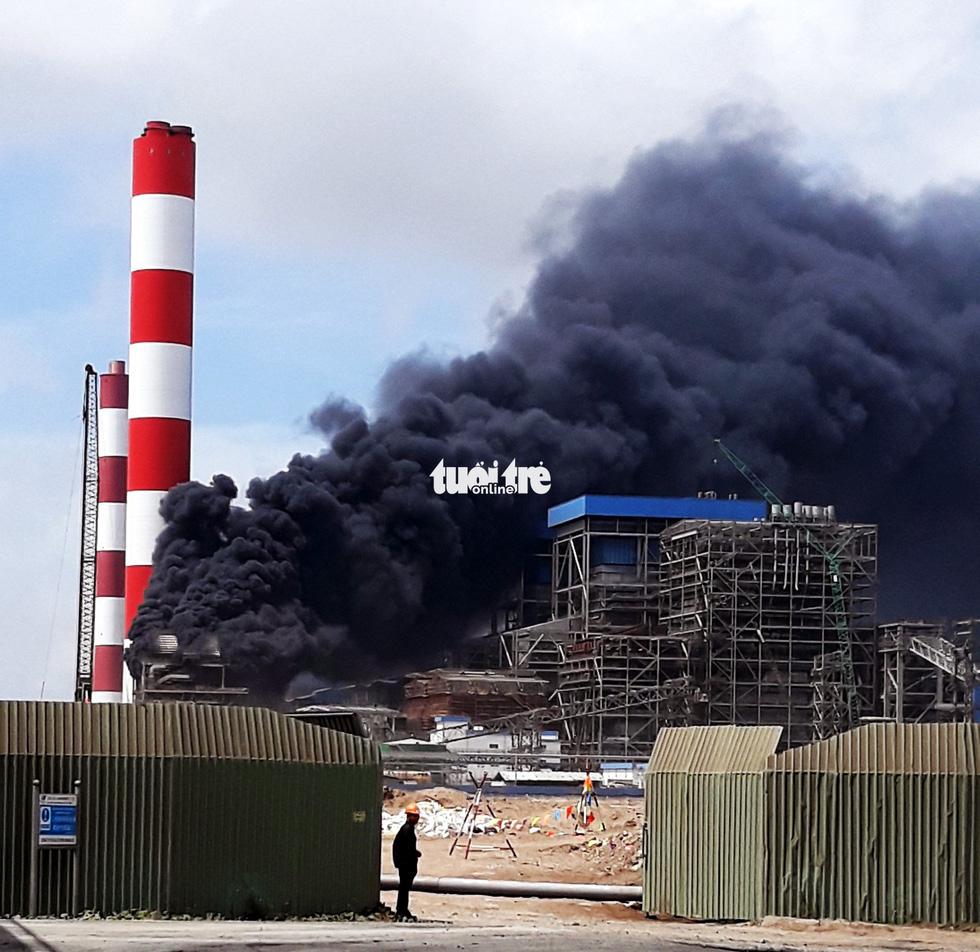 Hơn 2 giờ dập tắt đám cháy tại công trình nhà máy nhiệt điện Duyên Hải - Ảnh 2.