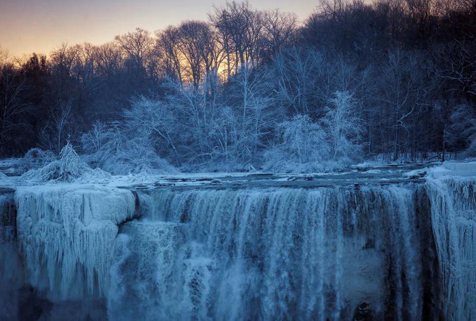 Du khách ngắm thác Niagara trong băng giá - Ảnh 5.