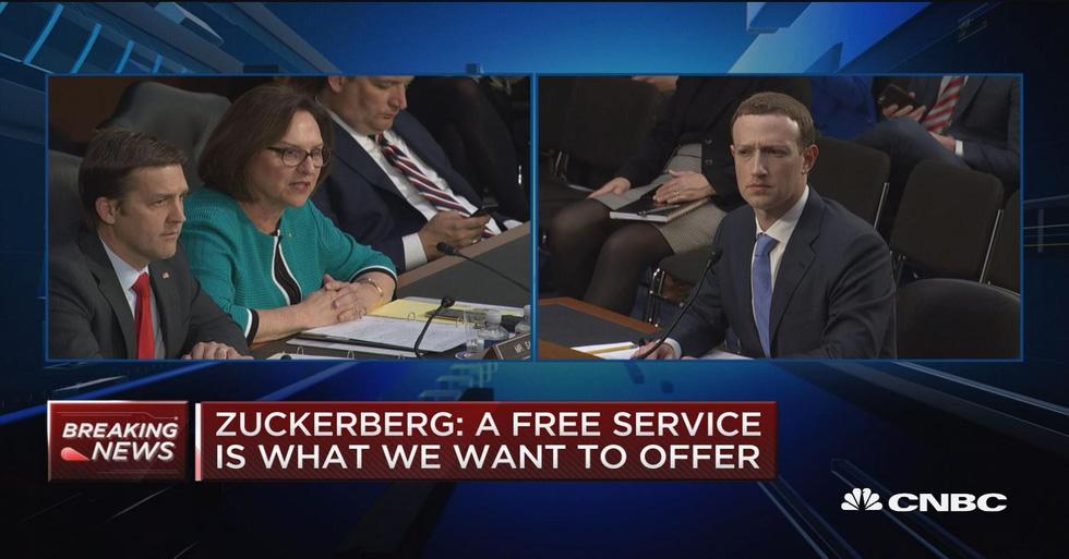 Hình ảnh biết nói trong phiên điều trần của ông chủ Facebook - Ảnh 9.