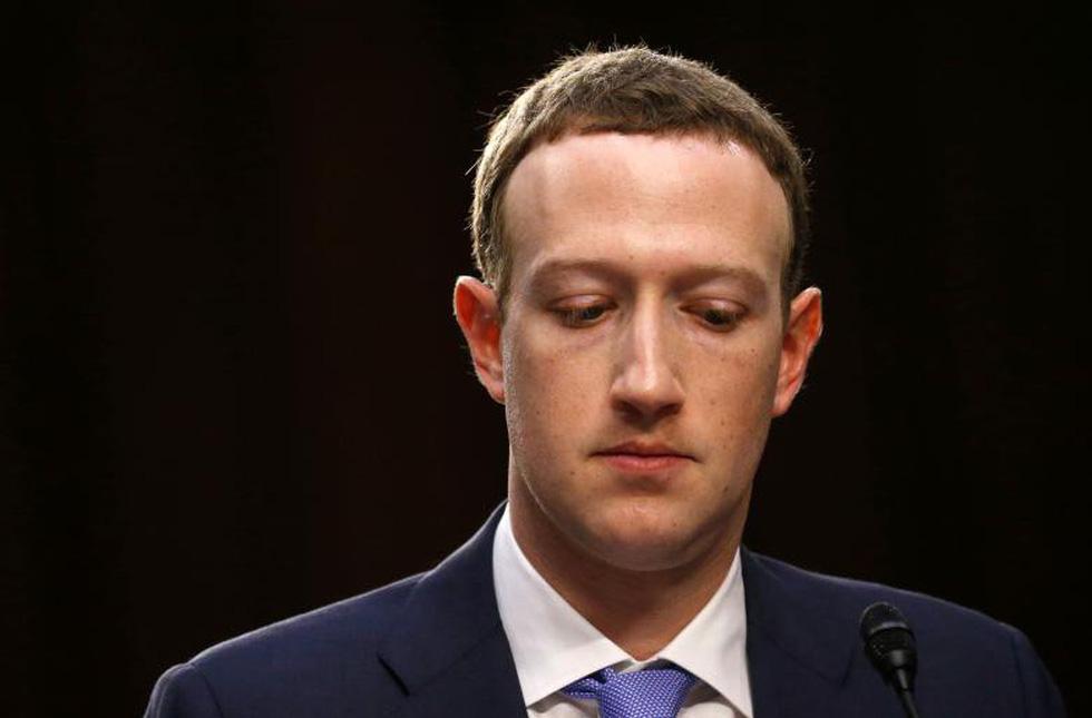 Hình ảnh biết nói trong phiên điều trần của ông chủ Facebook - Ảnh 1.