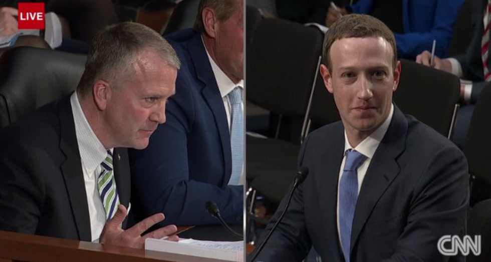 Hình ảnh biết nói trong phiên điều trần của ông chủ Facebook - Ảnh 12.