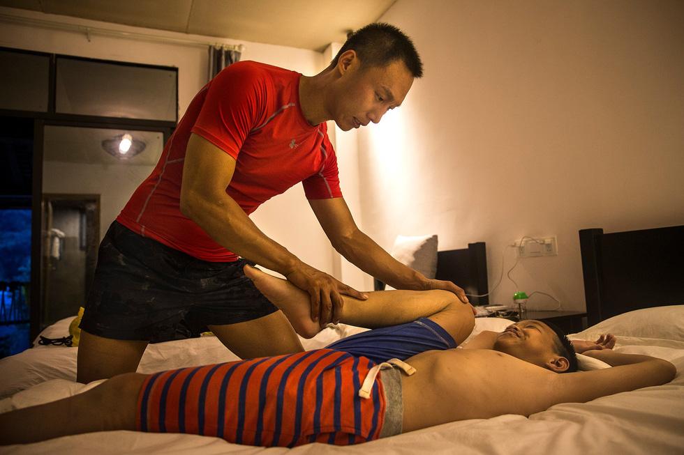 Bài học đầu đời cho con trai: đạp xe chinh phục Tây Tạng - Ảnh 5.