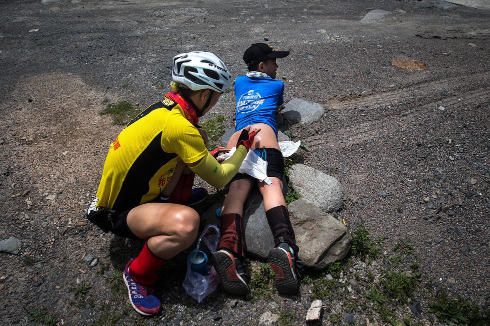 Bài học đầu đời cho con trai: đạp xe chinh phục Tây Tạng - Ảnh 6.