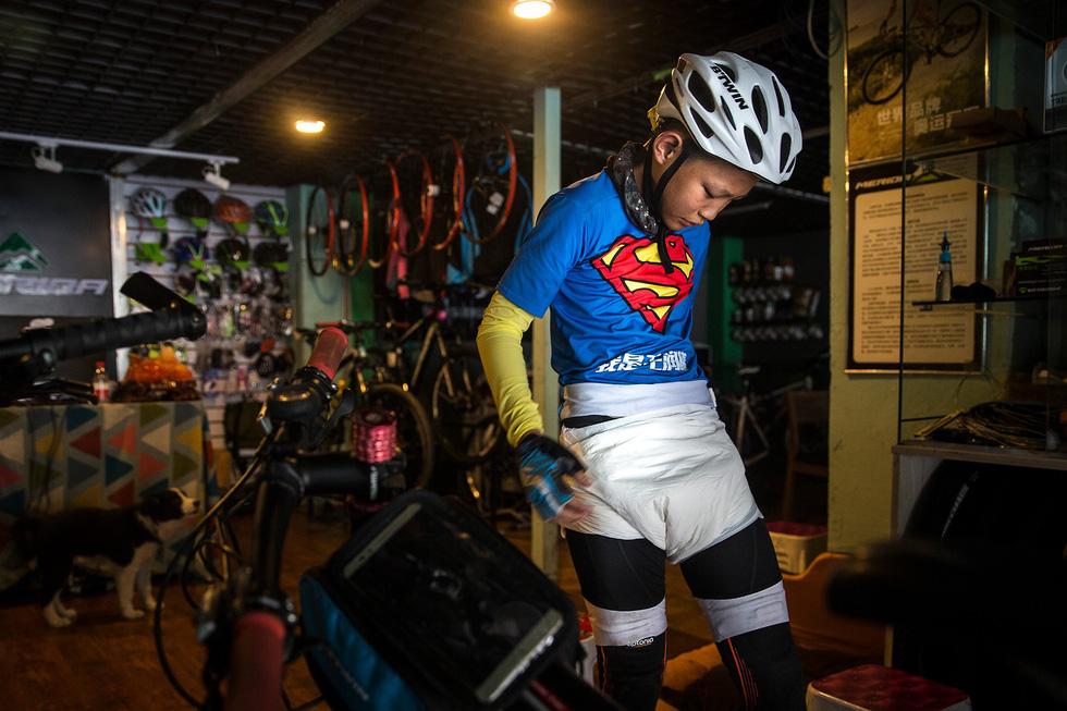 Bài học đầu đời cho con trai: đạp xe chinh phục Tây Tạng - Ảnh 7.