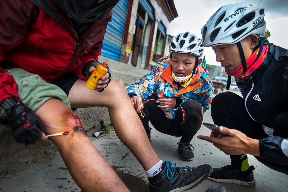 Bài học đầu đời cho con trai: đạp xe chinh phục Tây Tạng - Ảnh 11.