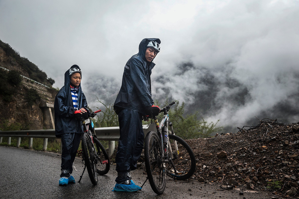 Bài học đầu đời cho con trai: đạp xe chinh phục Tây Tạng - Ảnh 10.