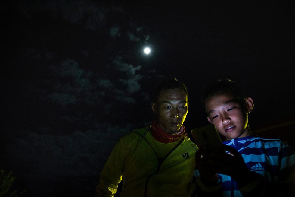Bài học đầu đời cho con trai: đạp xe chinh phục Tây Tạng - Ảnh 13.