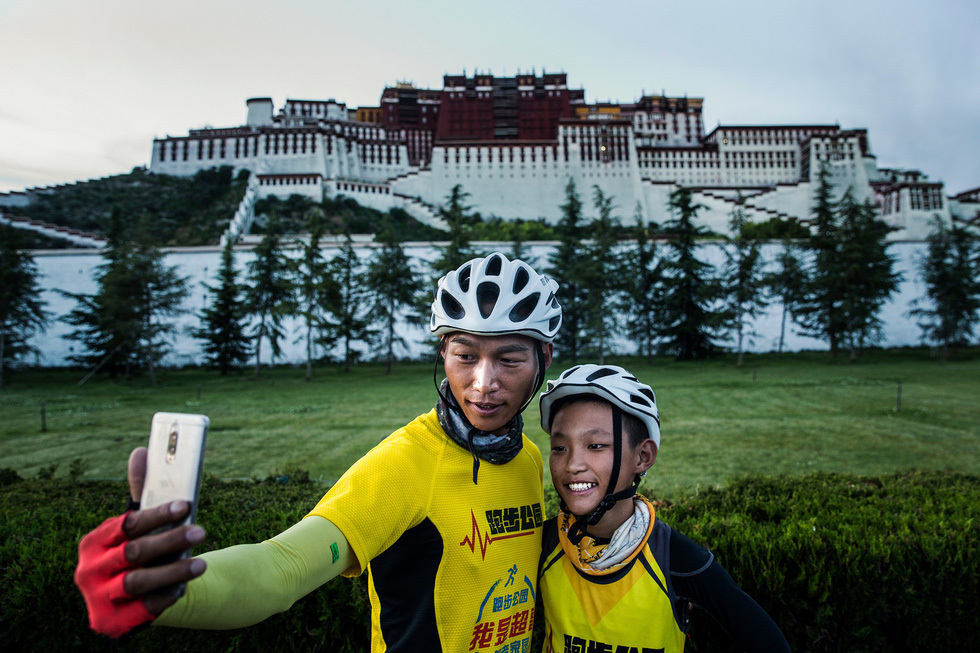 Bài học đầu đời cho con trai: đạp xe chinh phục Tây Tạng - Ảnh 18.
