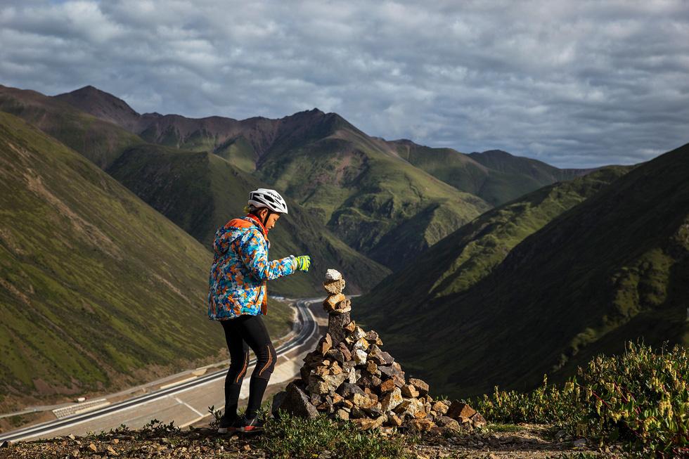 Bài học đầu đời cho con trai: đạp xe chinh phục Tây Tạng - Ảnh 16.